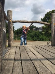 kind-in-klimrek-kindervoedingscoach-gorinchem